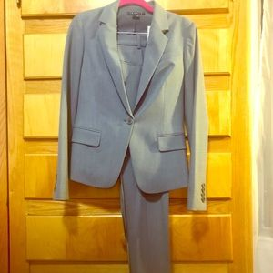 Pristine NWOT Light Blue/Grey Theory Pant Suit